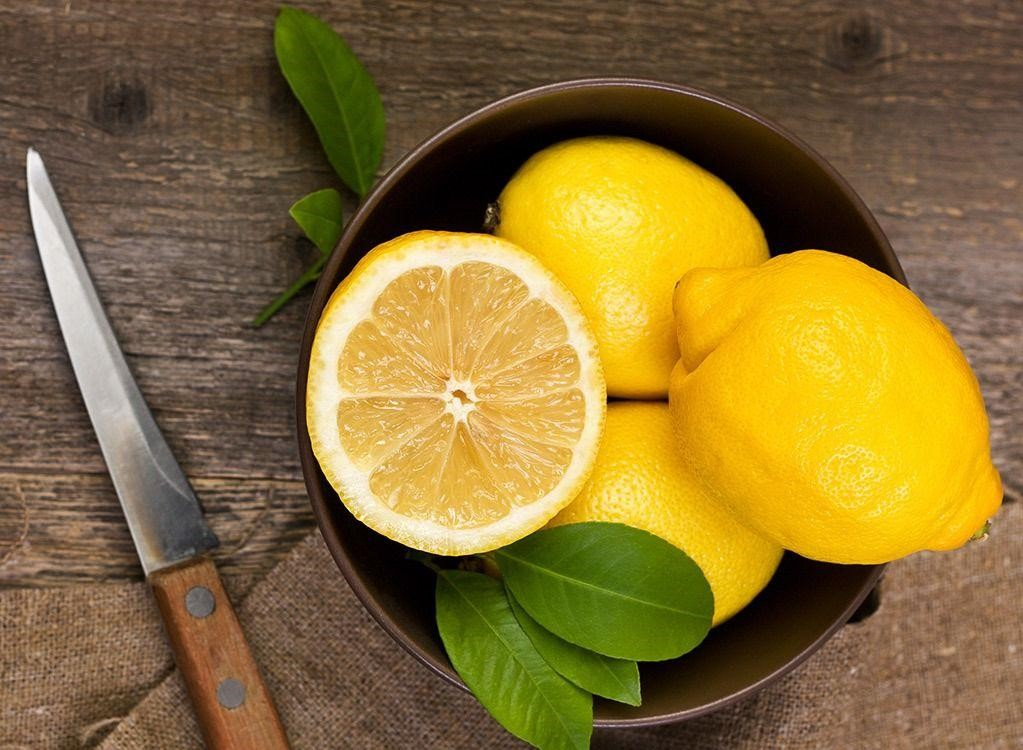 Лимоны | 8 хитрых уловок, помогающих увеличить срок годности продуктов | Her Beauty