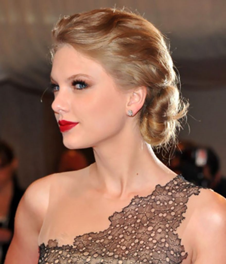 9. Swifty swirl | 10 Chignon Hairstyles You'll Freak Over | Her Beauty