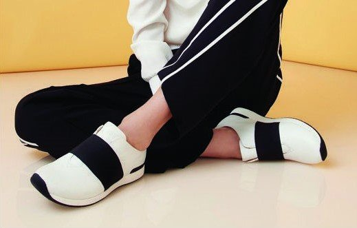 Best walking shoes for women with high arches | 5 Best Walking Shoes For Women | Her Beauty