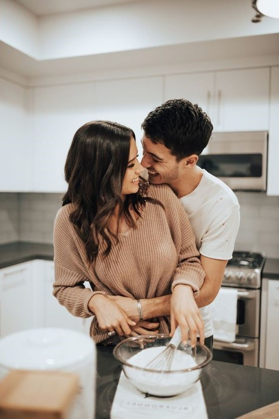 6. Screen-free mealtime | 11 Ways to Make Your Relationship Awesome | Her Beauty