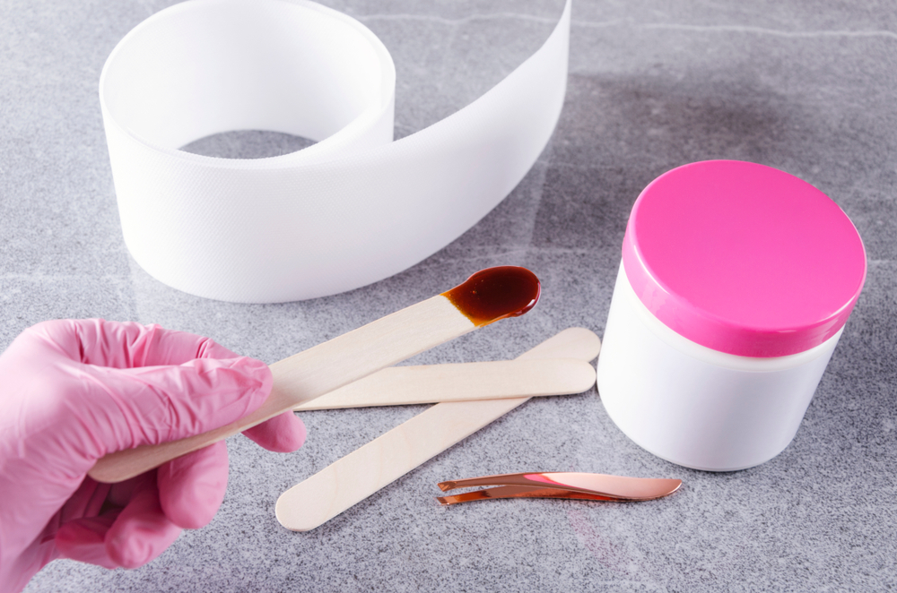 Everything to Know About Eyebrow Waxing at Home #4 | Her Beauty