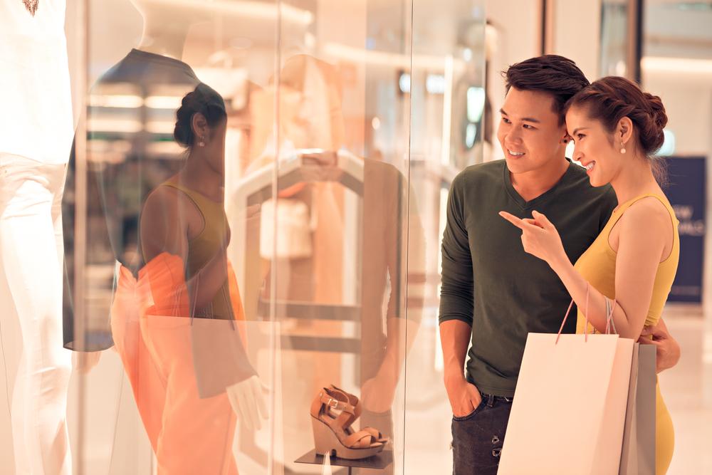11 cách để khiến chàng chịu đi shopping cùng bạn | Her Beauty