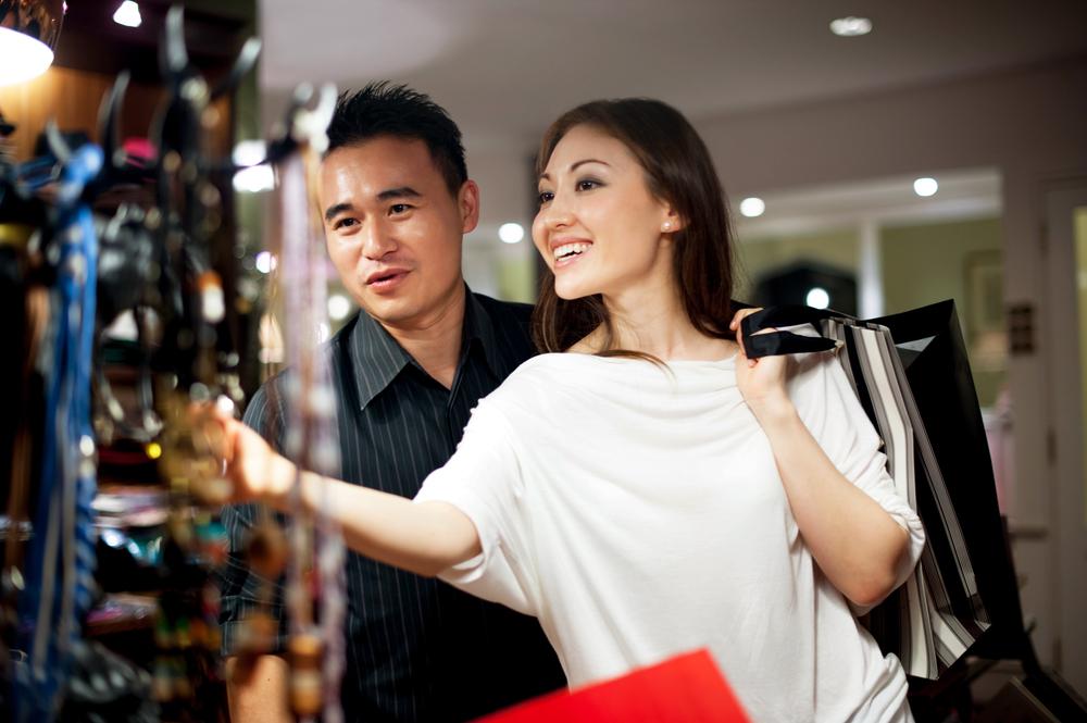 11 cách để khiến chàng chịu đi shopping cùng bạn #3 | Her Beauty
