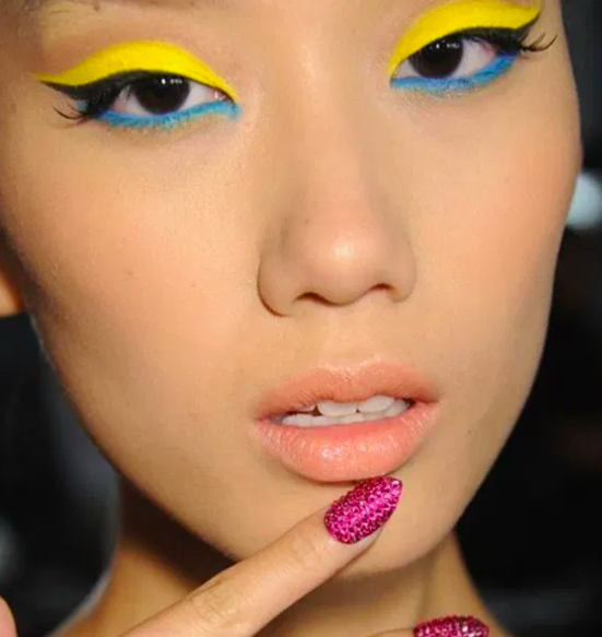 Graphic Eyeliner Makeup Ideas for Summer #9 | Her Beauty