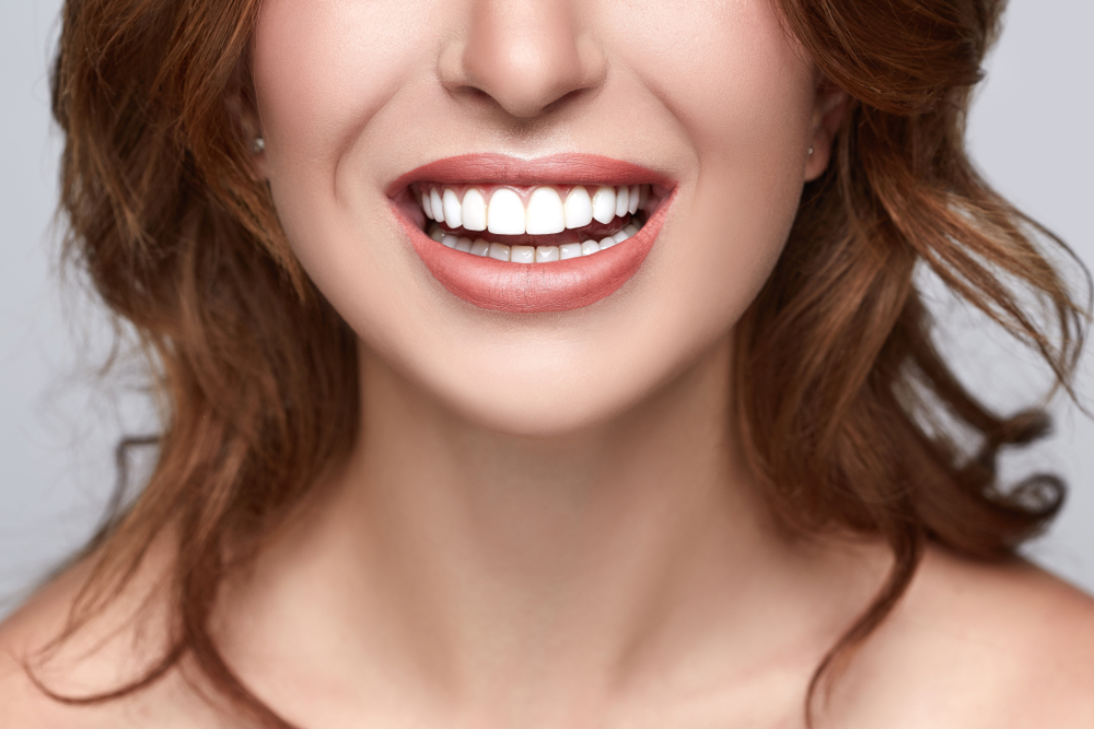 Whiten your teeth | 7 Ways Apple Cider Vinegar Will Boost Your Health and Beauty | Her Beauty
