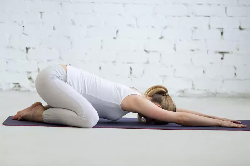 8 Posturas De Yoga Para Aumentar Tu Inmunidad, Flexibilidad Y Estado De Ánimo #6   Her Beauty