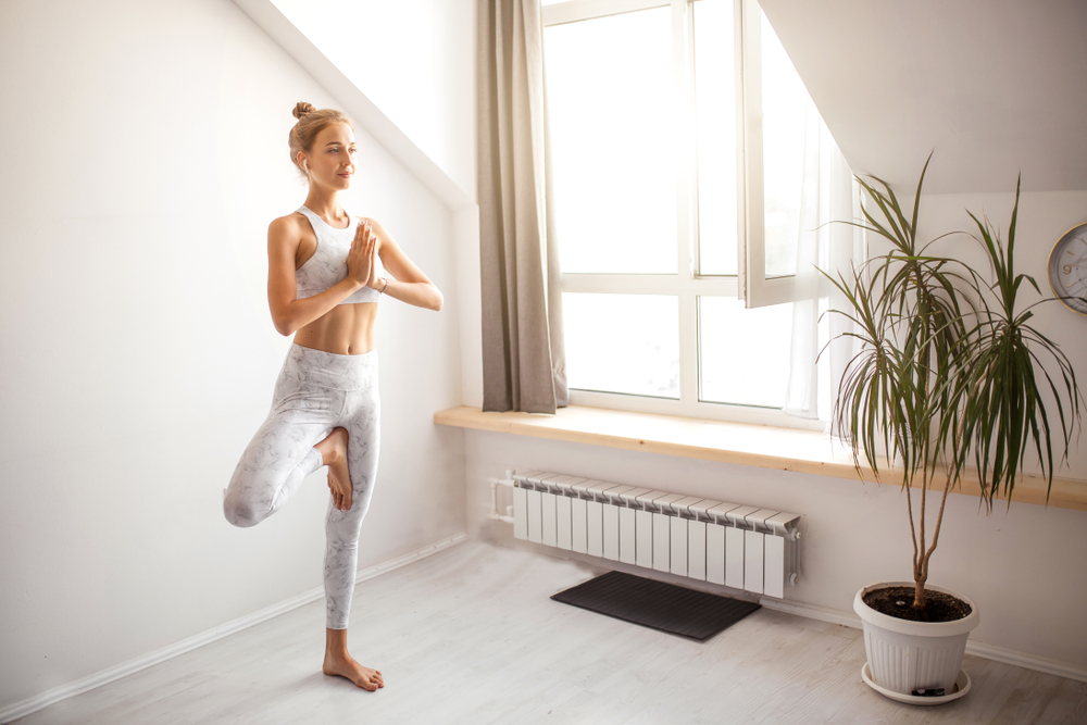 8 Posturas De Yoga Para Aumentar Tu Inmunidad, Flexibilidad Y Estado De Ánimo #2   Her Beauty