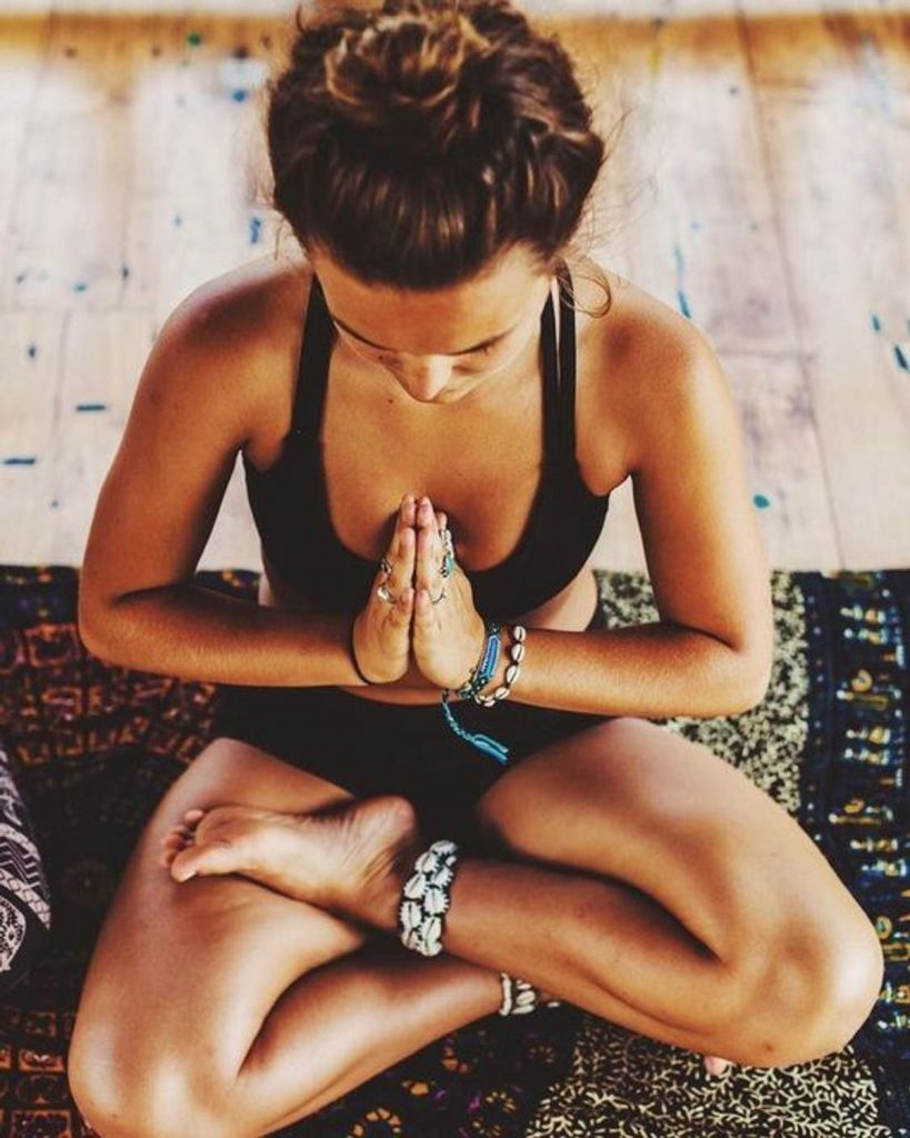 Do a short meditation | 10 Fit Girl's Morning Rituals to Start Your Day | Her Beauty