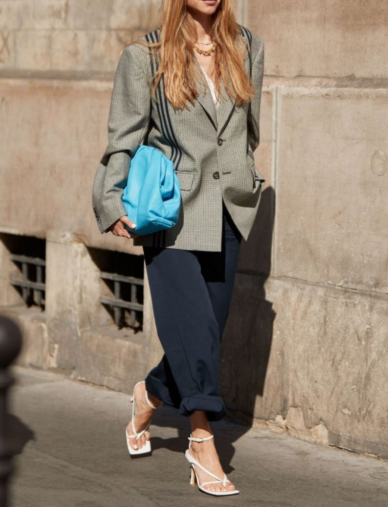 14 Chic Ways To Carry Around A Coloured Bag | Her Beauty