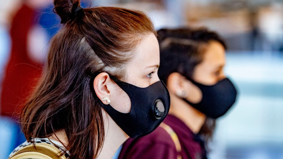 8 Hacks for Stopping Maskne | Her Beauty