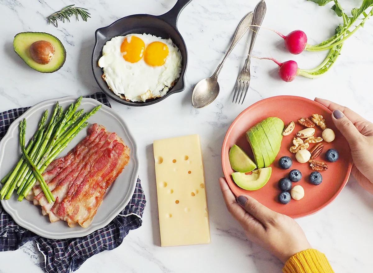 5 Alasan Mengapa Diet Mediterania adalah Yang Terbaik dan 5 Alasan Mengapa Keto Terburuk